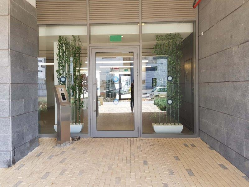 כניסה לבניין