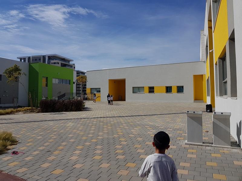 בית ספר שבזי ילדים משחקים