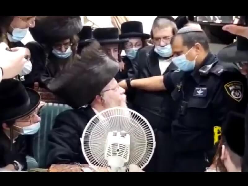 אירועחג המוני בסוכה של הרב מקרעטשניף בקרית גת: השוטרים פיזרואת ההתקהלות