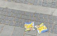 מאות עלונים פוזרו בשכונת כרמי גת למכירת סמים