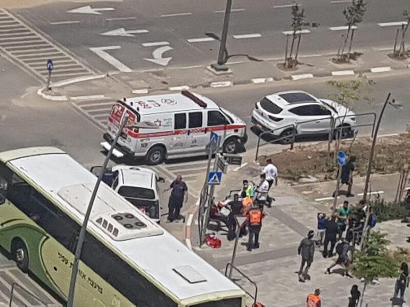 תאונה בין שני כלי רכב ליד בית הספר